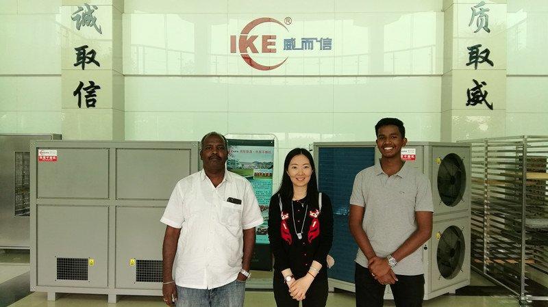 Cliente indio visitó nuestra fábrica durante la Feria de Guangzhou